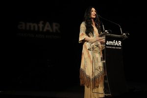 Cher-5th-Annual-amfAR-Inspiration-Gala-Sao-G7ltjzYK86wl
