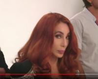 Cher-side-stare