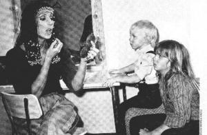 Getting_makeup_with_kids_2